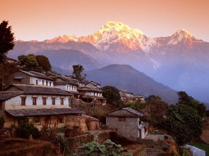 Ghandrung-Village-and-Annapurna-South-Nepal-Himalaya